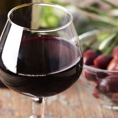 Víno a mandle v centru Hradce Králové pro dva