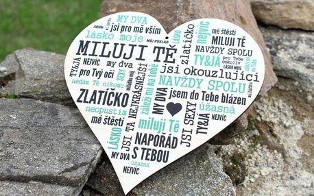 Dřevěné cedulky a výrobky se zamilovaným textem