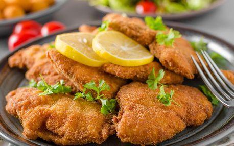 Půl kila kuřecích miniřízečků, hranolky a 2 druhy omáček