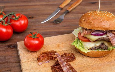 Burger menu i s hranolky, dipem a pepsi