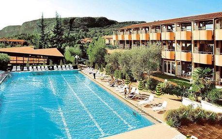 Lago di Garda, Hotel Palme & Suite blízko historického centra s polopenzí a bazénem