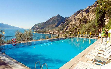 Lago di Garda , hotel Limonaia s výhledem na jezero s polopenzí, bazénem a wellness