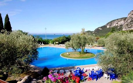 Lago di Garda, Hotel Marco Polo přímo u jezera s polopenzí a bazénem