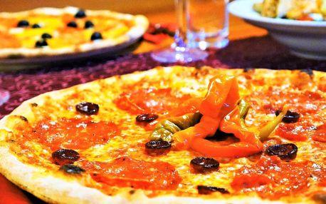 Dvě 40cm pizzy podle výběru nebo salát s lososem