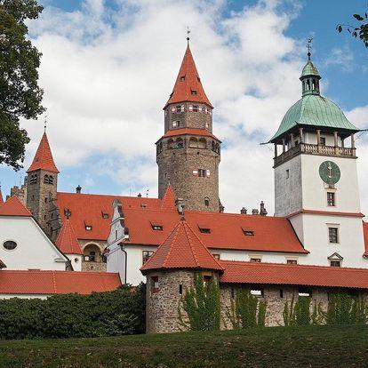 Jaro a léto v Hotelu Bouzov přímo pod hradem, dítě zdarma včetně polopenze