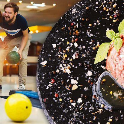 Půlkilový tatarák a bowling na 110 minut