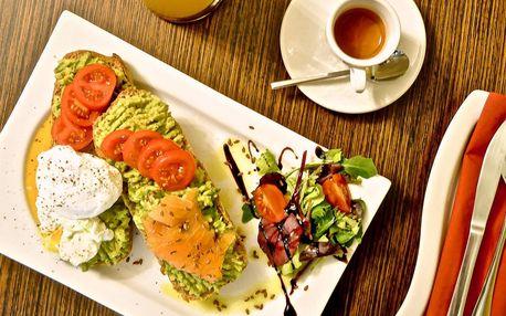 Bohatá snídaňová menu s vejci, avokádem i lososem