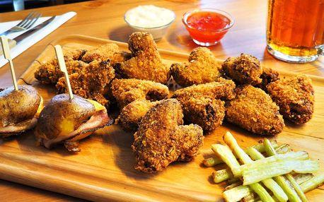 1 kg kuřecích křidýlek v cornflakes s přílohami