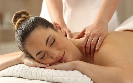 Klasická masáž zad a šíje doplněná masáží rukou