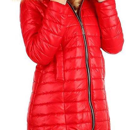 Zimní prošívaný dlouhý kabát s kožíškem červená