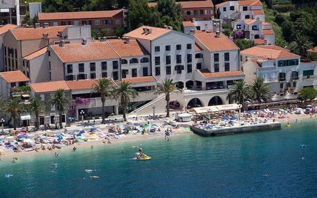 Chorvatsko - Podgora na 8 dní, snídaně s dopravou letecky z Prahy, přímo na pláži