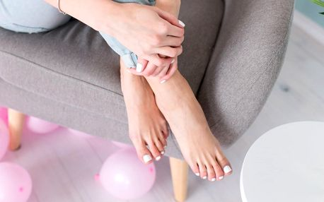 Nohy jako ze škatulky: pedikúra včetně gel laku