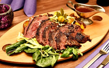 400g hovězí steak s přílohou i omáčkou demi-glace