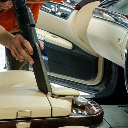 Čištění interiéru vozidla i s tepováním sedaček