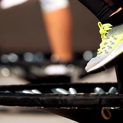 Zacvičte si: 1 i 3 lekce skákání na trampolínkách