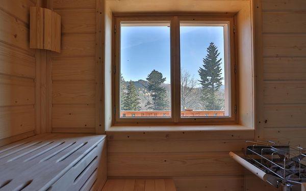 Dvoulůžkový pokoj Classic s manželskou postelí a balkonem5
