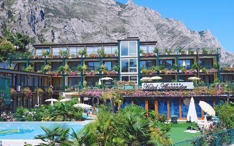 Lago di Garda, Hotel Alexander přímo u jezera s wellness a bazénem snidaně nebo polopenze