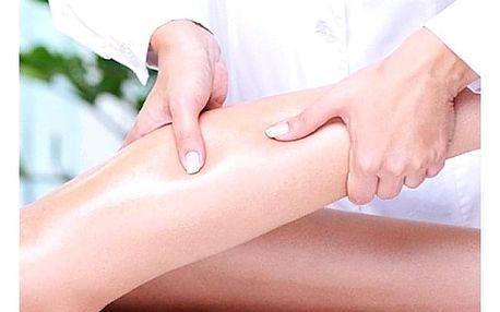 Regenerační masáž nohou zezadu, zepředu a plosky nohou v salonu Anička Plzeň.