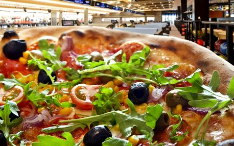 Bowling a pizza v bowlingovém centru