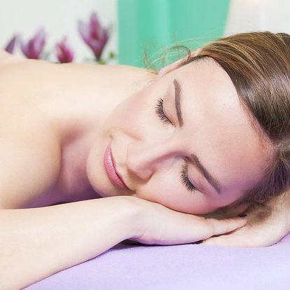 Jarní fialková masáž: relaxační masáž zad a šíje