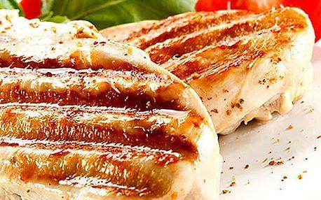 Steak ,, Sombréro,, šunka, sýr, broskev, šťouchaný brambor, presso s mlékem.