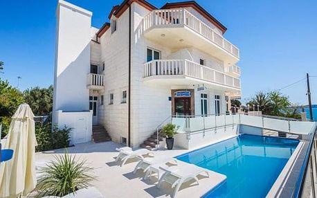 Chorvatsko: Hotel Villa Žarko **** u Splitu se snídaní, bazénem a 20 m od moře