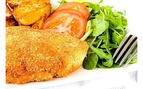 Smažená krkovička v kukuřičných lupíncích a sezamu, brambory, tatarka, dip, salát a dortík na osobu