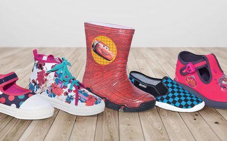 Dětská obuv: pantofle, tenisky i gumáky se vzory