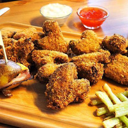 Nálož kuřecích křidýlek v cornflakes s přílohami