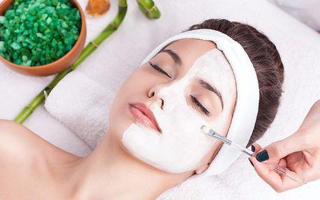 Kosmetické ošetření s využitím omlazující masky