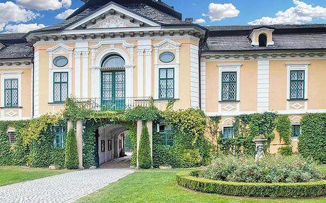 Vysočina v apartmánu na zámku Úsobí s polopenzí či snídaní, i varianty s vířivkou – termíny přes léto
