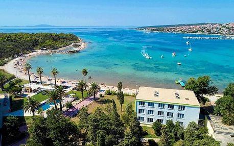 Chorvatsko u pláže s exkurzemi a bazénem