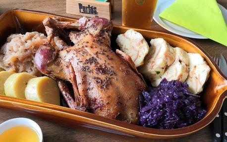 Celá pečená kachna s kysaným zelím a knedlíkem