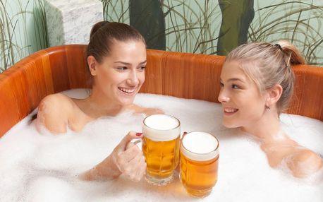 Pivní koupel, masáž a zábal na ruce pro dva
