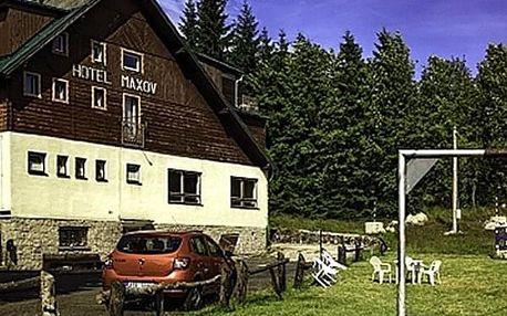 Letní dovolená ve vyhlášeném hotelu Maxov v Jizerských horách pro dva s polopenzí, saunou.