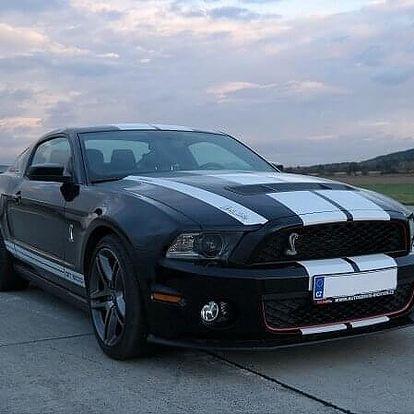 Ford Mustang Shelby - sprint na letišti