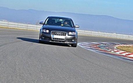 Kurz sportovní jízdy na závodním okruhu