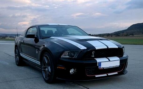 Ford Mustang Shelby - sprint na letišti