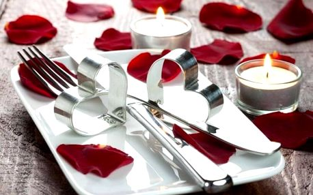 Zamilovaná relaxace s večeří s nádechem luxusu