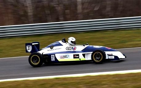 Pilotem formule na závodním okruhu