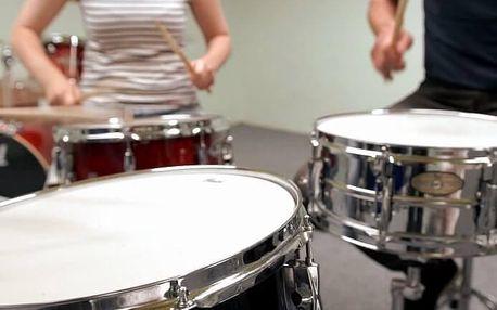 Hra na bicí soupravu