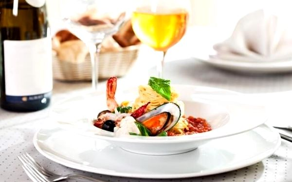 Pravá Itálie – 5chodové menu s lahví vína   Praha   celoročně (NE - ČT v 17:00 a 17:30)   cca 2 hodiny2
