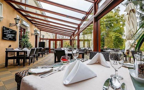 Degustační menu pro 2 v zámecké restauraci   Praha   celoročně   přibližně 2 hodiny3