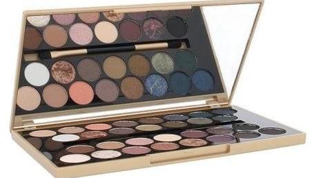 Makeup Revolution London Fortune Favours The Brave 16 g limitovaná paletka očních stínů pro ženy