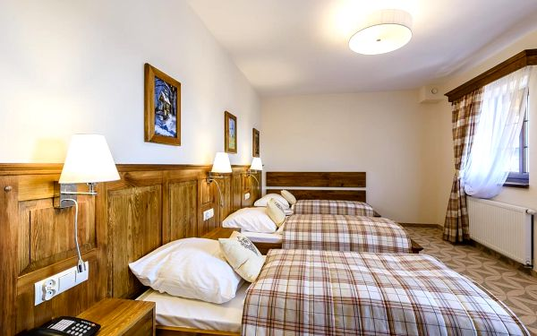 Dvoulůžkový pokoj Standard s manželskou postelí (**)3