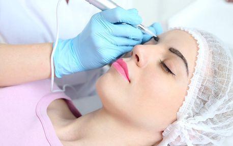 Permanentní make-up očních linek nebo obočí