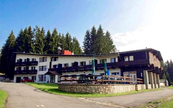 Beskydy v Hotelu Bečva s polopenzí, tenisovým kurtem, hřištěm a ohništěm