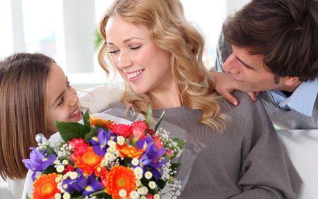 Kytice extra dlouhých růží i květy pro maminky