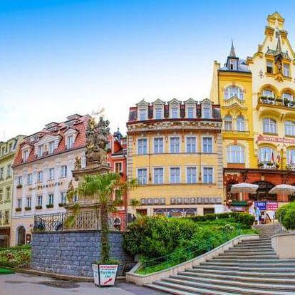 Karlovy Vary v centru a se vstupem do lázní