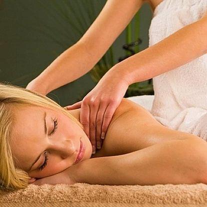 Masáž zad a šíje s možností kombinace se saunou a rašelinovým zábalem.